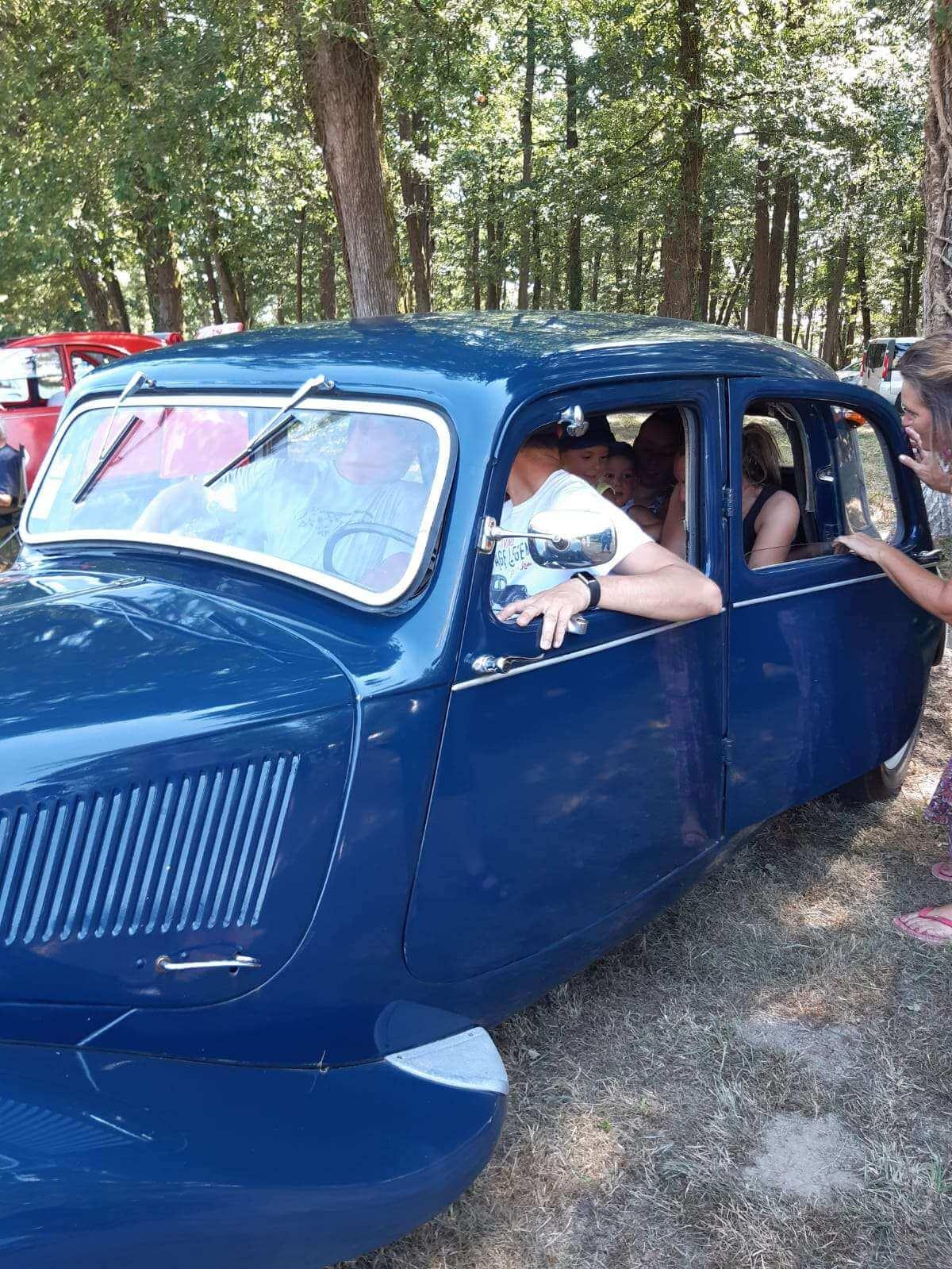 Traction de 1950 bleue-marine